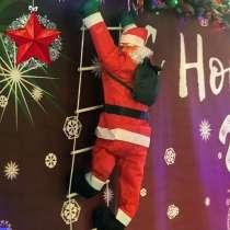 Уличная фигура Деда Мороза, в Москве