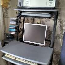 Продам компьютерный столик, в Комсомольске-на-Амуре