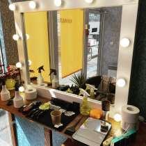 Продам парикмахерское кресло 2 и 1 зеркало, в г.Киев
