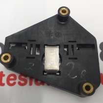 З/ч Тесла. Кронштейн мотора привода люка правый Tesla model, в Москве
