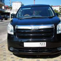 Продаётся шикарный семиместный микроавтобус Toyota NOAH 2010, в Туапсе