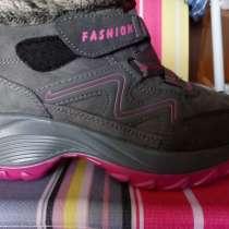 Продам кроссовки утепленные, в Иркутске