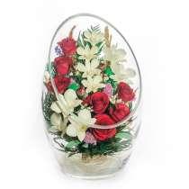 Натуральные розы красные и белые орхидеи в больших фужерах, в Москве