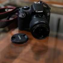 Продаю зеркальный фотоаппарат Canon 1300d.? Для любительск, в Волгограде