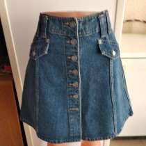 Новая джинсовая юбка-трапеция на пуговицах 30размера, в Пятигорске