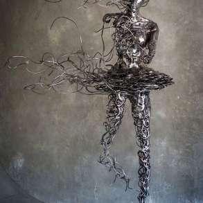 """Скульптура в стиле modern art """"Унесенная ветром"""", в Краснодаре"""