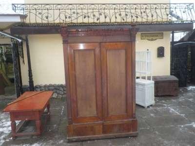 Старинный платянной шкаф..