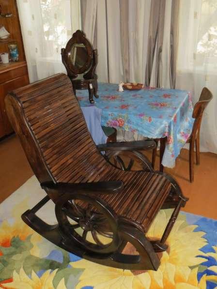 кресло - качалка материал сосна, липа.