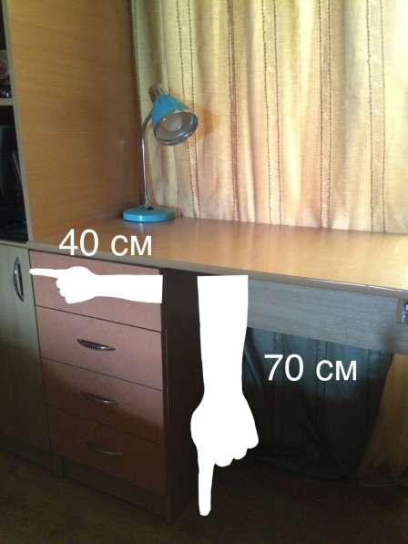Качественный, вместительный компьютерный стол. Торг уместен