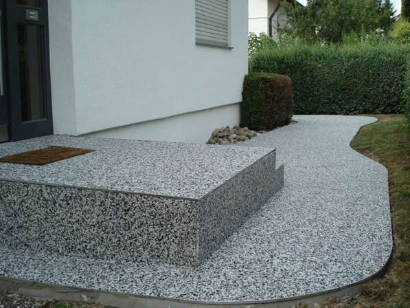 Каменный ковер – наливной пол из цветного песка и гальки для