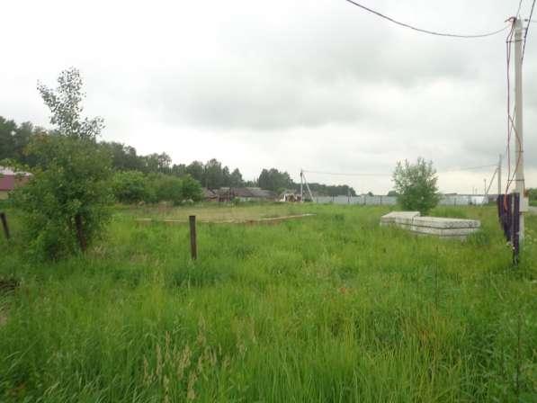 25 соток земли в селе, с фундаментом под дом