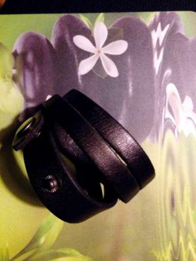 Черный кожанный браслет