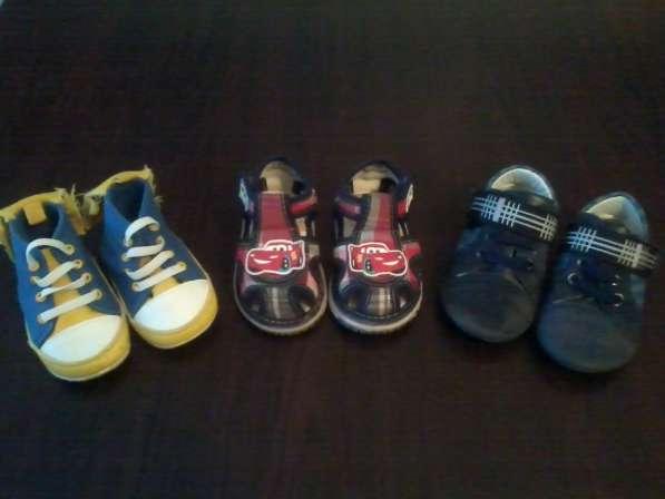 Продам летнюю детскую обувь