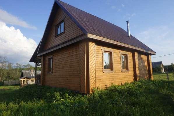 Дом с баней в тихой деревне, рядом с сосновым лесом, на бере