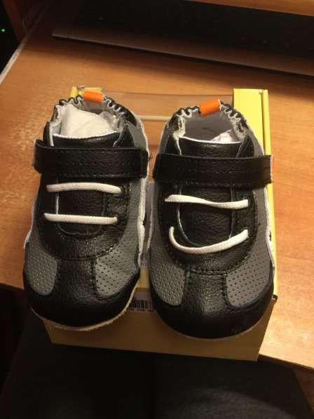 Новые кожаные robeez кроссовки 12-18 мес в коробке