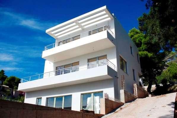 Дом с панорамными окнами, вид на море и горы. Черногория