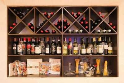 Стеллаж для винных магазинов на заказ