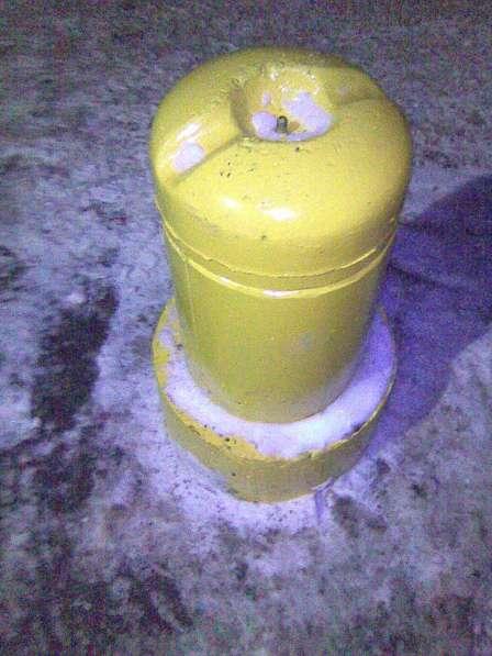 Столбик парковочный бетонный с креплением и покраской