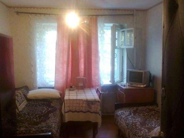 Комнату в коммунальной квартире вблизи моря в центре города