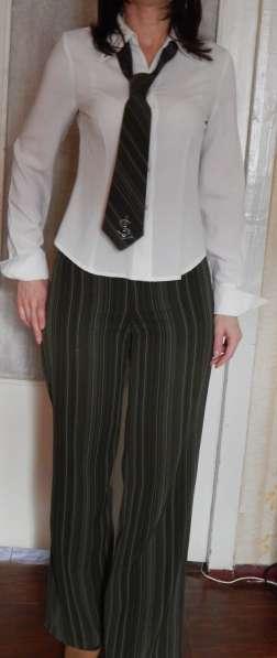 Костюм деловой (юбка, брюки, жилет, пиджак, блуза, галстук) в фото 3