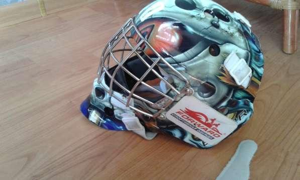 Продам шлем вратарский