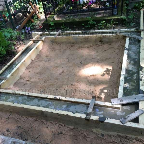 Заливка фундамента на могиле Любань в