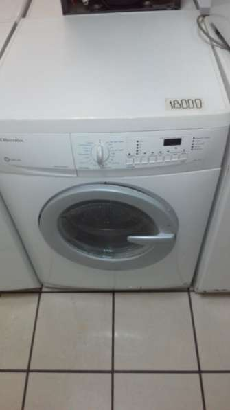 стиральную машину Electrolux EWF1286