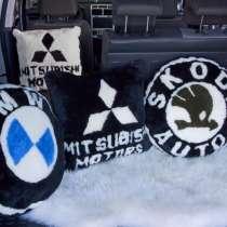 Подушка с логотипом авто из овечьей шерсти, в Москве