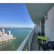 Квартира с панорамными видами на 42-м этаже, в г.Майами