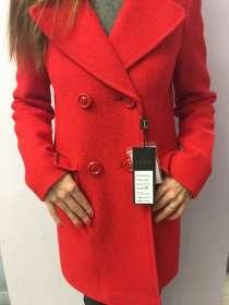 Стильное пальто потрясающего цвета, в Санкт-Петербурге