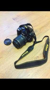 Продаю зеркалку Nikon D3000 Kit 18-55 VR, в Москве