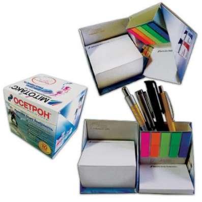 Канцелярский набор со стикерами типа Post-it и цветными закладками.