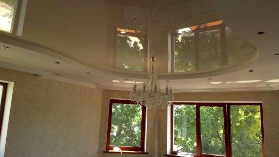 Бесшовные натяжные потолки Poliplast Бельгия в гостинной в г. Саки Фото 4