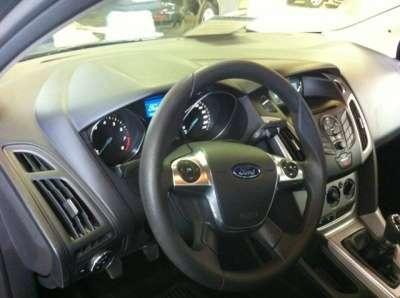автомобиль Ford Focus