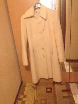 Светлое пальто