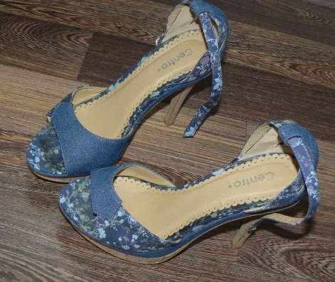Босоножки на выслком каблуке, цветные под джинсу на танкетки