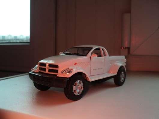 Масштабная модель автомобиля Додж