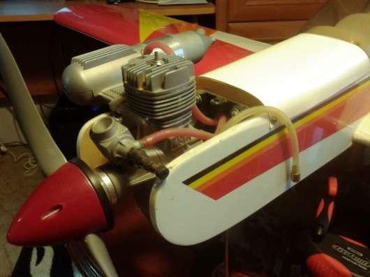 Самолет на бензиновом двигателе