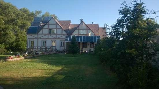 Полностью автономный энергосберегающий дом в лесу на берегу