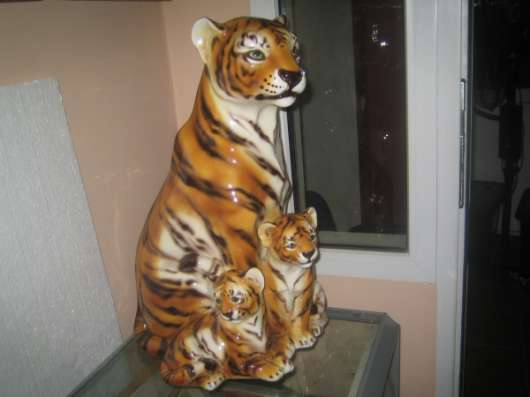 Фарфоровую статуэтку-Тигрица с тигрятами-,Каподемонте,Н-60см в Москве Фото 2