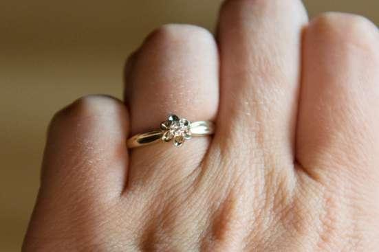Продам кольцо с бриллиантом 0, 10 ТОРГ!!!