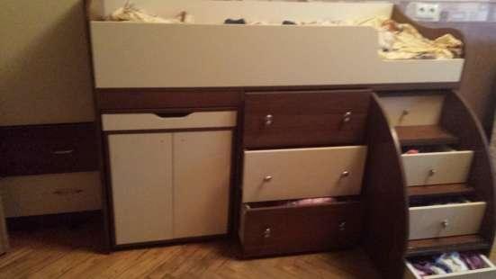 Продам гарнитур из детской кровати со шкафчиком Ярофф