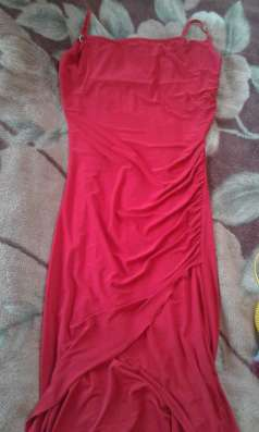 Платье вечернее ярко-красного цвета