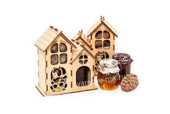 Сувениры из кедра с вареньем из шишек и сибирскими угощением
