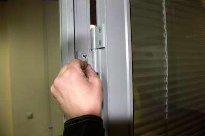 Ремонт и регулировка окон и дверей в Сочи Фото 2