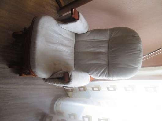 Продам кресло качалку с табуреточкой для ног в Щелково Фото 1