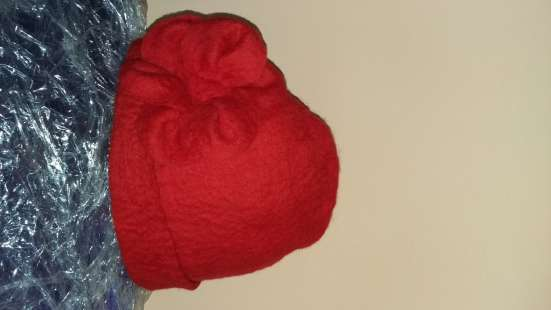 Шапка красная новая