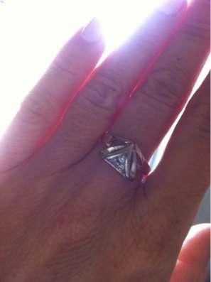 Продам изящное золотое кольцо 585
