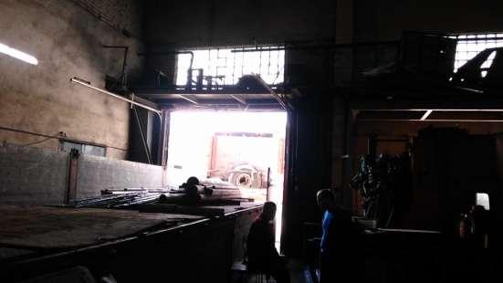 Сдам производство, склад, 1000 кв. м, м. Лесная