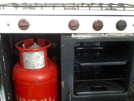 Продам газовую плиту с баллоном